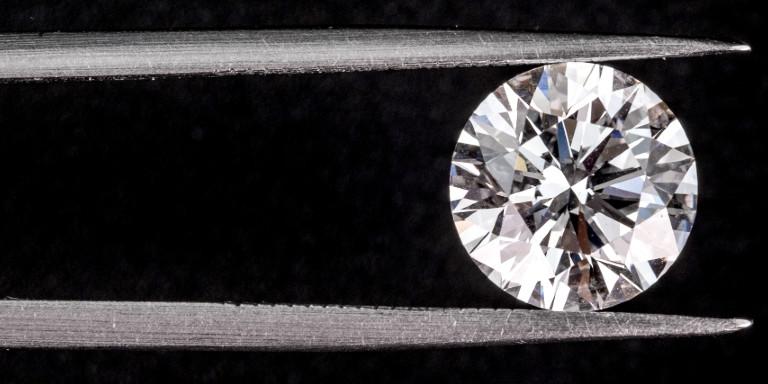 ダイヤモンドを調べる