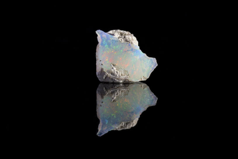 オパールとダイヤモンドの特徴&買取評価比較