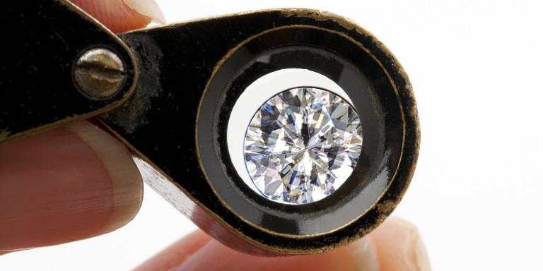 ダイヤモンドを見る