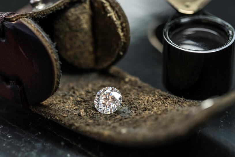 ダイヤの傷や割れが起きる理由……メカニズムを知ってトラブル予防を