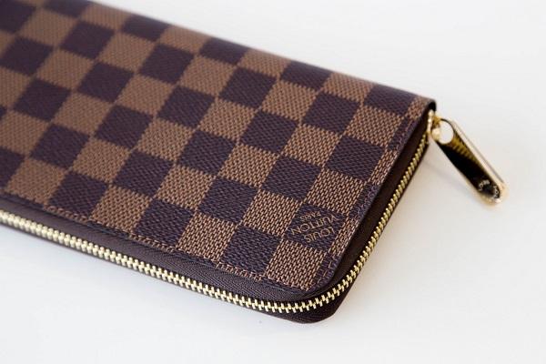 ルイ・ヴィトンのアイコンテーマ・ダミエの財布が持つモダンな魅力