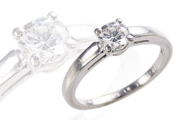 女性が憧れる婚約指輪といえば、やっぱりブルガリ(BVLGARI)