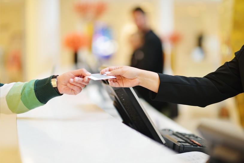 ブランド品に付属するギャランティカード、基本情報と注意点まとめ