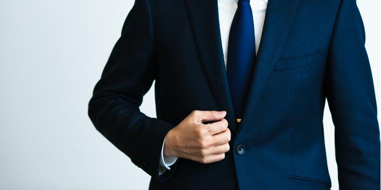 どんなスーツでも買取に出せるの?高値が期待できるブランドや売却方法を紹介